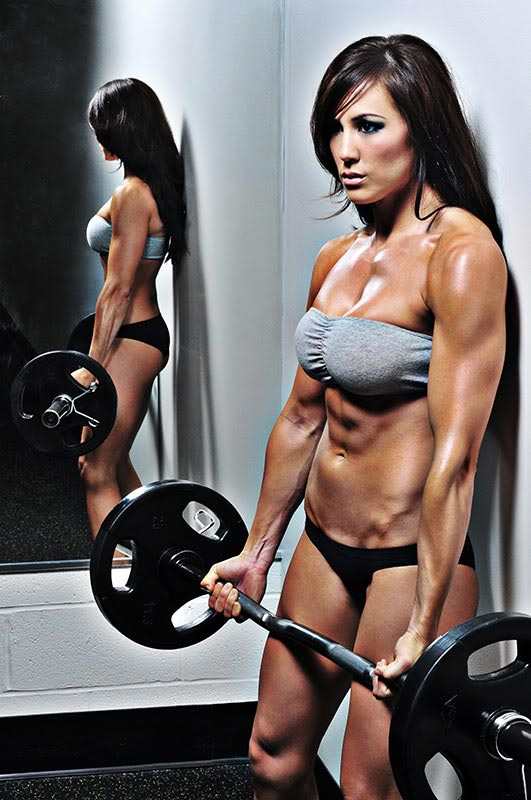 Fitness babe Lindsay Kaye working out