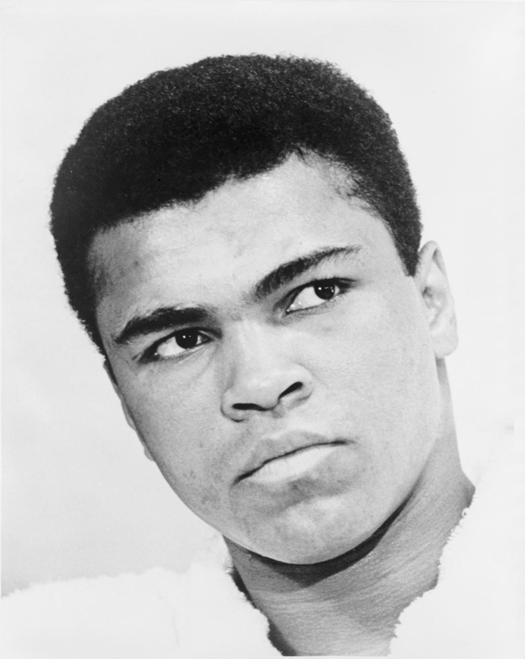 a biography of muhammad ali the greatest boxer of all time Muhammad ali (/ ɑː ˈ l iː / born cassius marcellus clay, jr january 17, 1942 – june 3, 2016) was an american professional boxer, activist, and philanthropist he is widely regarded as one of the most significant and celebrated sports figures of the 20th century.
