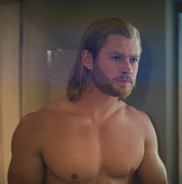 Chris Hemsworth sexy body