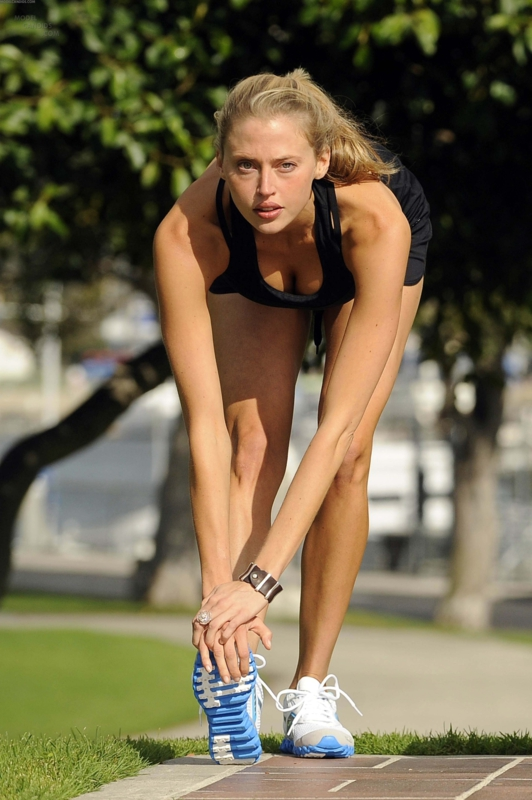 Estella Warren Jogging